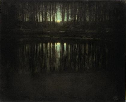 <strong><font size=4>*/ El estanque a la luz de la luna ...</strong></font>