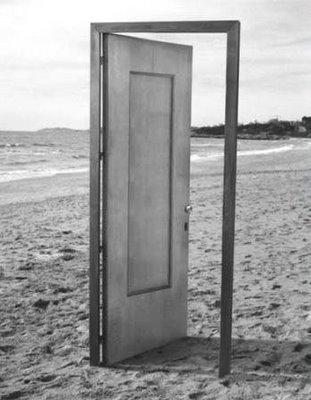 <strong><font size=4>*/ La puerta condenada ...</strong></font>