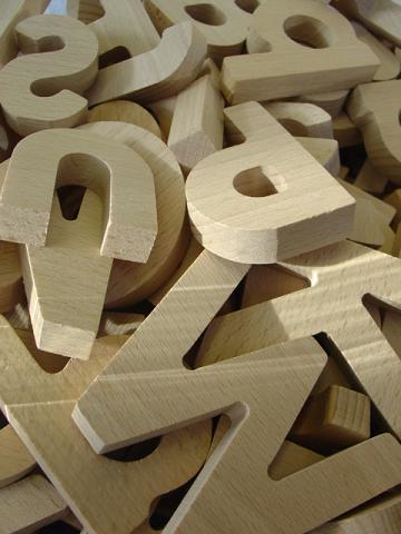 <strong><font size=4>*/ La pmrirea y la utlima ltera...</strong></font>