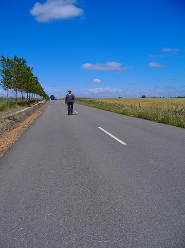 El hombre que andaba por la mitad de la carretera ...